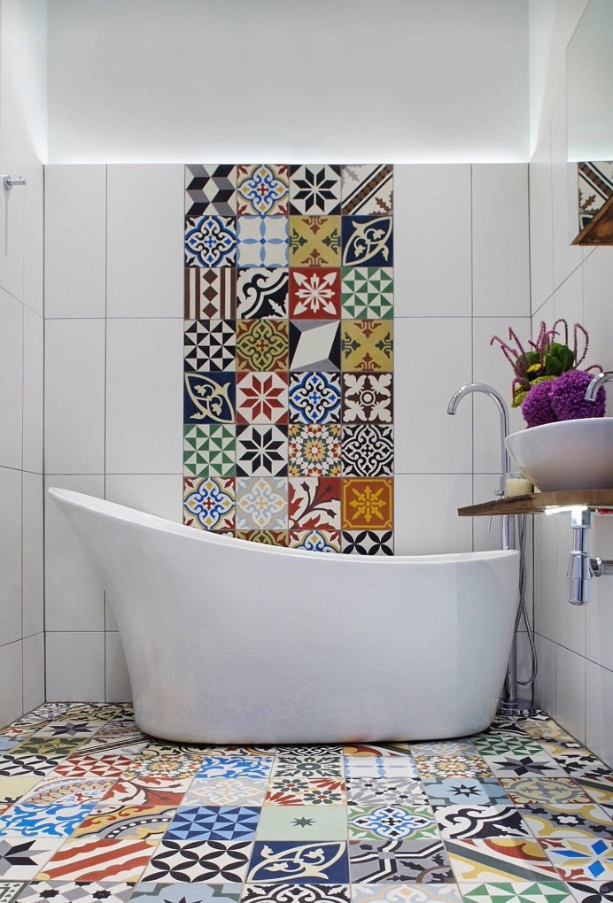 Original bathroom withpatchwork pavements & tiles #bathroom #patchwork #pavements #bagno #pavimenti #rivestimenti