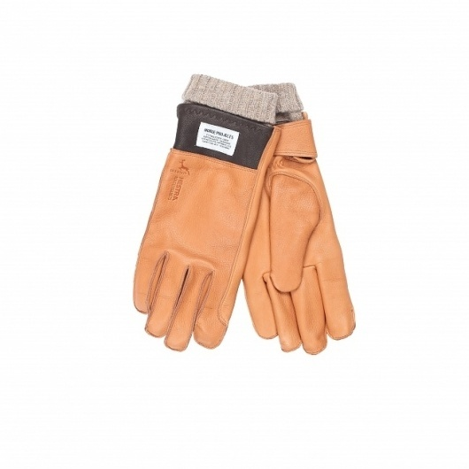 This season Norse Projects and Hestra have collaborated to produce an extra toasty winter glove in deerskin with removeable lining in contrast colour. #fashion #gloves