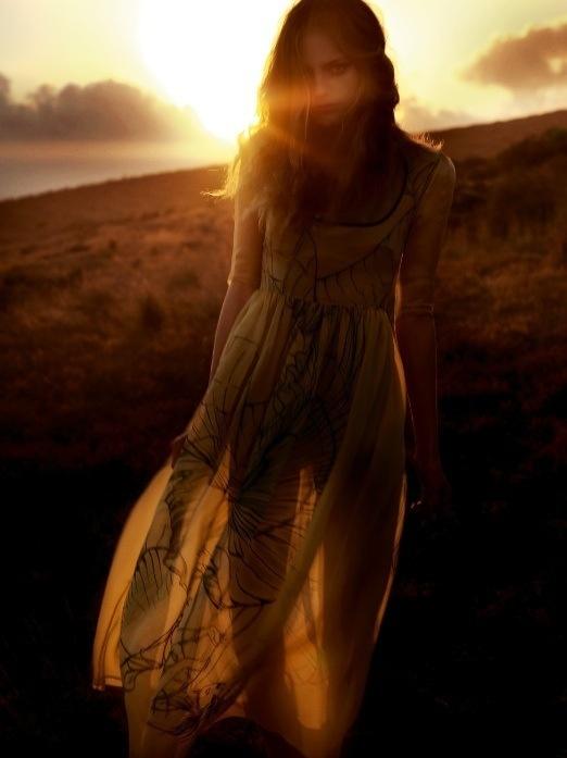 Wonderful light... #see #woman #grass #hill #through #photography #sunlight