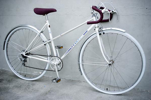 PeugeotWhite80sFlutedMixte 1.jpg (1000×667) #mixte #peugeot #bicycle