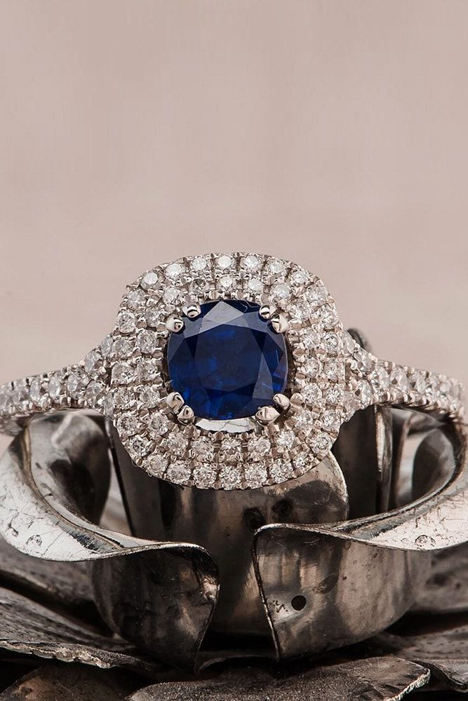 Go through our gallery of gorgeous engagement rings with sapphires performed in unique, classic and modern styles.