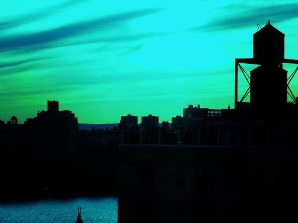 Nouvelle York 2010 on Behance #wallb #sky #new #york #silhouettes #skyline #green