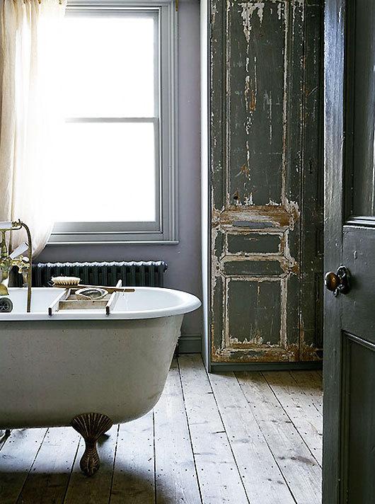 light locations clawfoot tub #interior #design #decor #deco #decoration