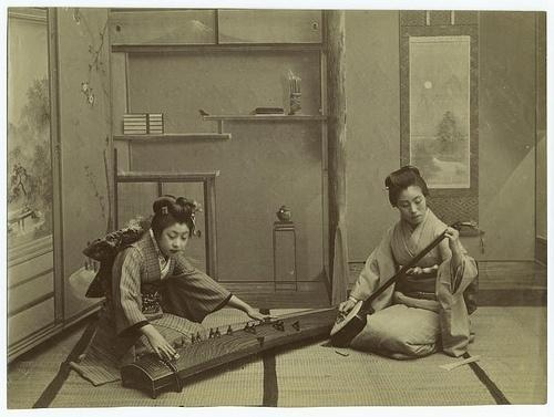 Home life in Japan.   Flickr - Photo Sharing! #kimono #tatami #koto #japanese #photography #music #japan