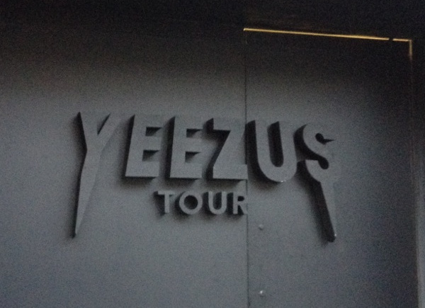 I Went to the Yeezus Pop-Up Shop and Now I Reek of Hypebeast | NOISEY #yeezus #letters #black #on #3d