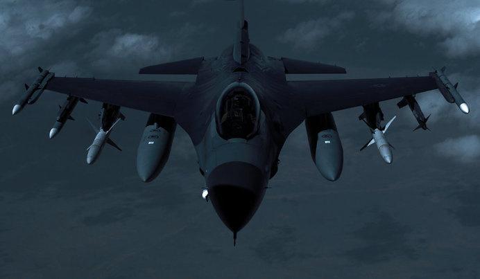 DETHJUNKIE* : Photo #night #jet #stealth #flight