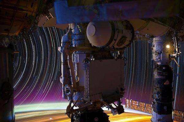 tumblr_m78ig4DXmL1r03m0qo2_1280.jpg (750×499) #mechanical #space #robot