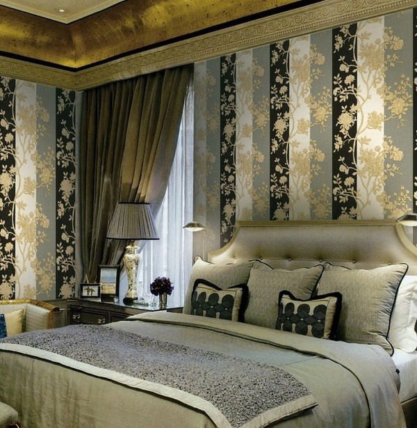 Art wallpaper above luxury bed #accessories #artistic #collection #home #furniture #cavalli #art #roberto