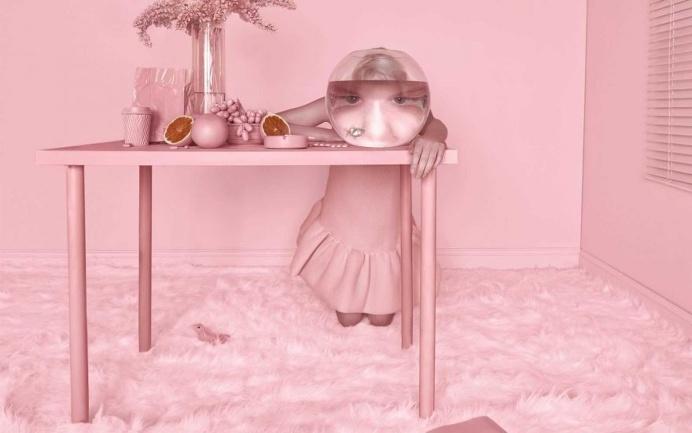 Surreal and Colorful Feminine Photography by Carolina Mizrahi