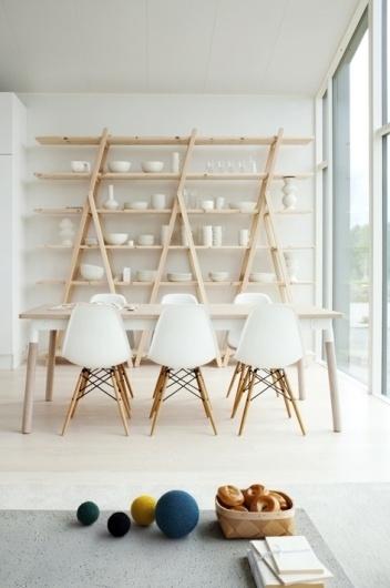 tumblr_lyoudhp8Pp1qas7lco1_500.jpg (472×709) #interior #white #chair #furniture #minimal #ceramic #shelf