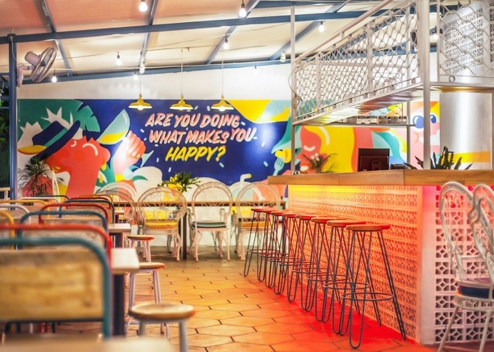 Yelo Eatery – Pop Interiors with Modern Industrial Vibe