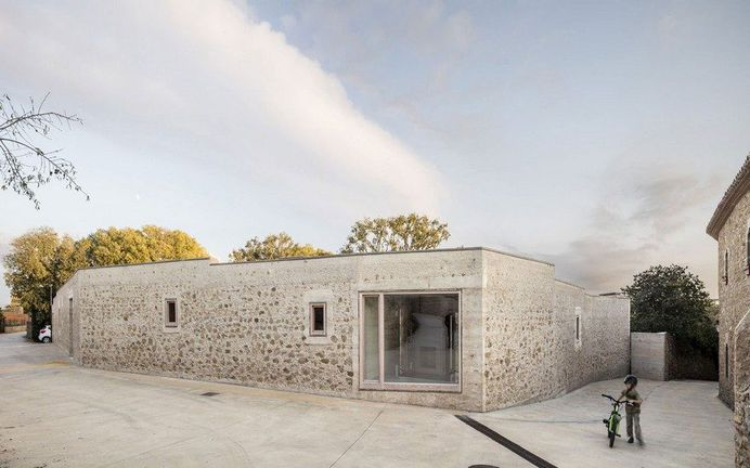 Stonewall House in Girona by Harquitectes