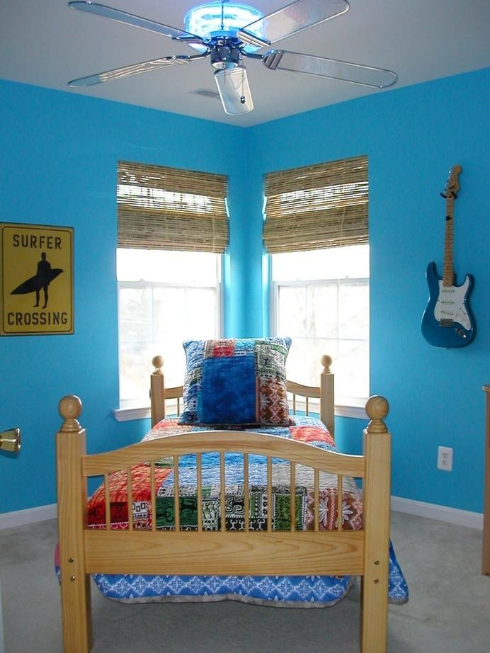 Painting Room With Hues Of Blue - www.homeworlddesign. com (1) #design #decor #blue #room #decoration