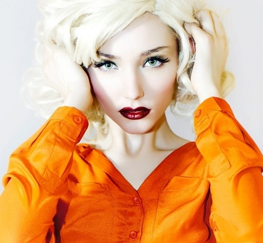 TheeBlog-KellyJill1.jpg (560×517) #woman #color #photography #portrait #hard #lighting