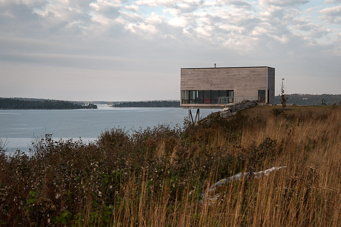 Two-Storey Cliff House in Nova Scotia Designed as a Peaceful Retreat #scotia #nova #architecture #retreat