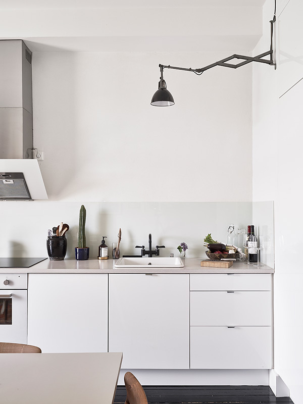 Wood, white and black in a warm mix emmas designblogg #interior #design #decor #deco #decoration