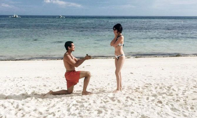 Beach Proposal Ideas are so romantic! Any woman would love a dreamy and meaningful beach proposal.