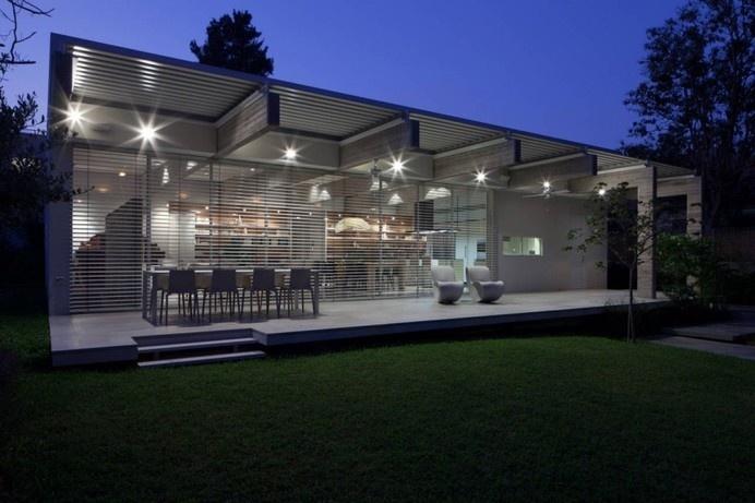 Rectangular-Shaped Single Floor House in Tel Aviv, Israel #modern #tel #aviv #architecture #rectangular-shaped