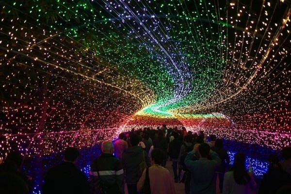 Japans Tunnel of Lights 0 #japan #installation #light #tunnel