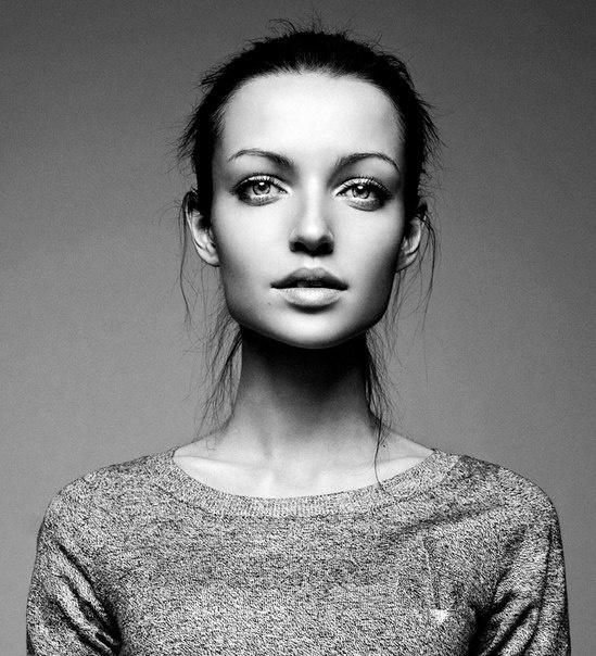 Wall #photo #woman #face