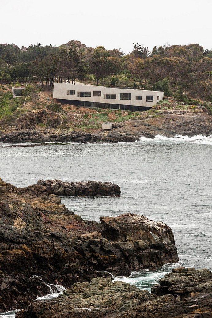 Chilean Concrete Residence Adorning a Steep Slope: Bahia Azul House 1