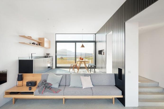 living room, Harlosh Black H / Dualchas Architects