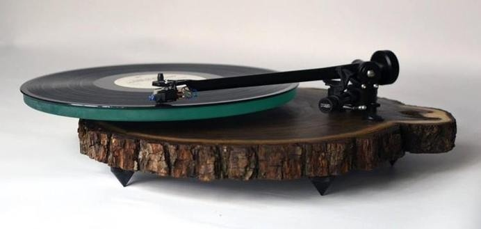 Beautiful Naturalistic Turntables Made from Black Walnut Trees - My Modern Met #music #wood #turntable #records
