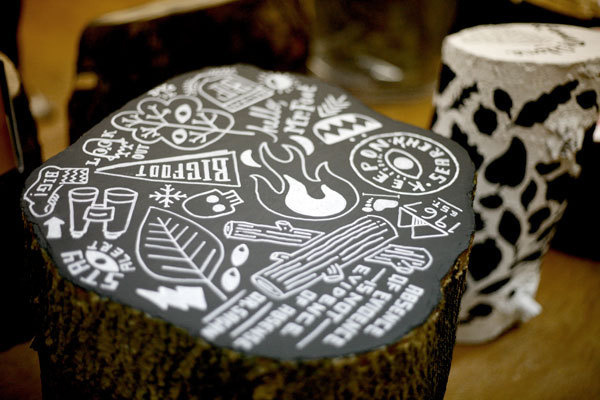 Designs on the top of stump seating #type #stump #workspace