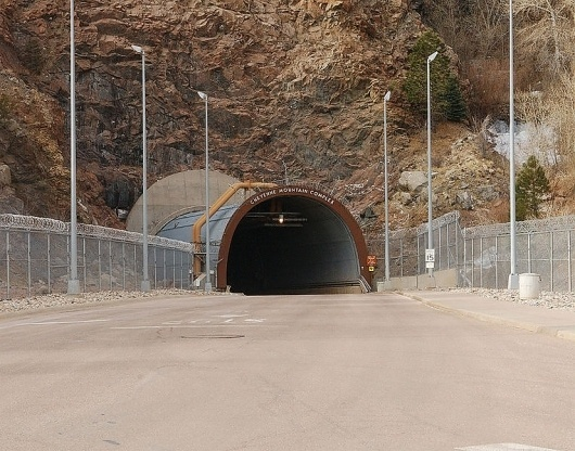 File:NORADNorth-Portal.jpg - Wikipedia, the free encyclopedia #tunnel #cheyenne #mountain