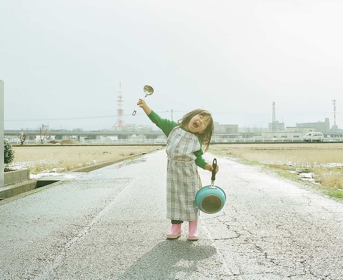 Nagano Toyokazu Takes Cutest Photos of His Photogenic Little Daughters