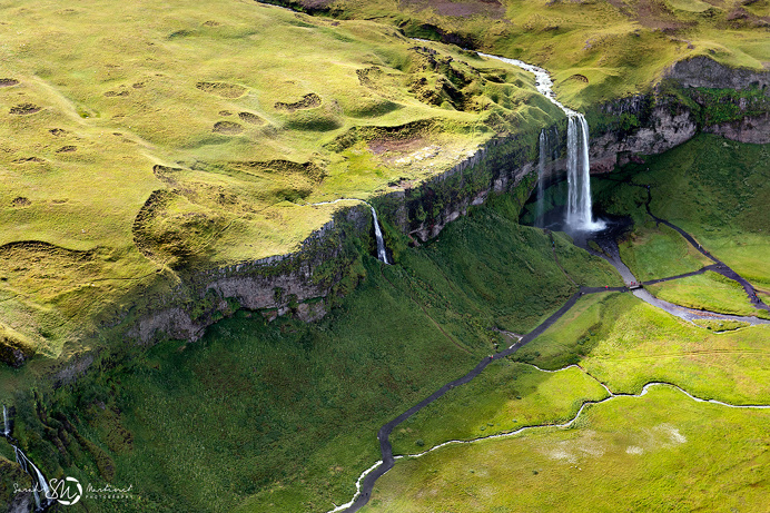Aerial Iceland photography nature landscape air beautiful hike hiking adventure trip mountains water river waterfall green gras lake
