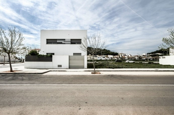 Minimalist House Design in Gray and White: Residence V02 #minimalist #architecture