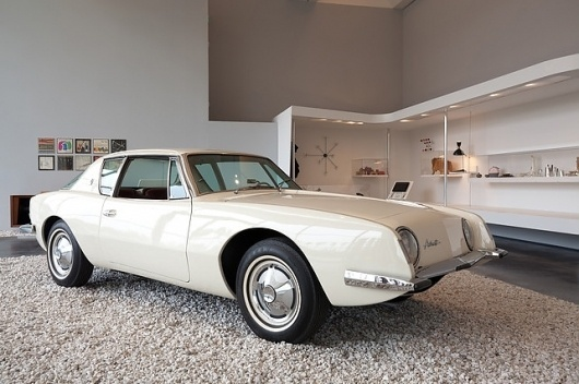 charles-ray-eames-case-study-house-06.jpg (JPEG Image, 642×427 pixels) #automobile #white #car