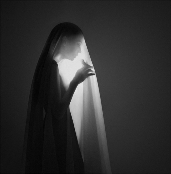 Surreal Self Portraits by 22 Year Old Artist Noell S. Oszvald who Began Photographing and Editing a Year Ago #white #black #bird #photography #and #veil