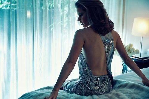 tumblr_mxaennKM7n1qzq8zqo1_500.jpg (500×333) #woman #curtains #adams #body #sparkles #amy #room