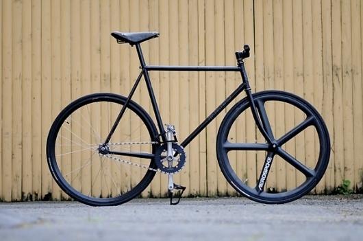 fujiobeybike.jpg (600×398) #fixie #black #all #aerospoke #bike