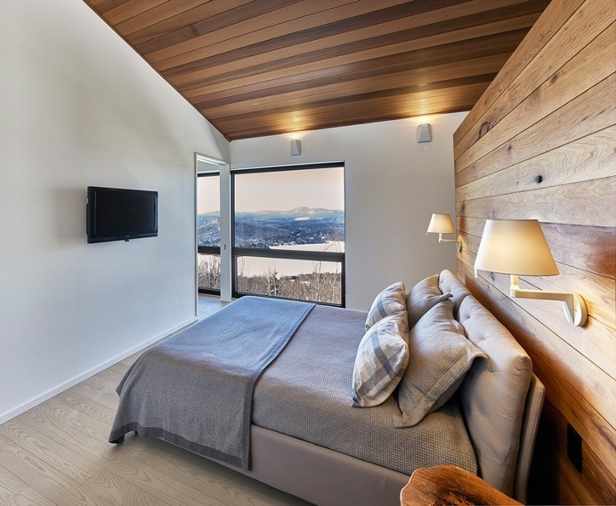 Search Laurentian Ski Chalet – Weekend Retreat Located on the Steep Slope of a Former Ski Hill