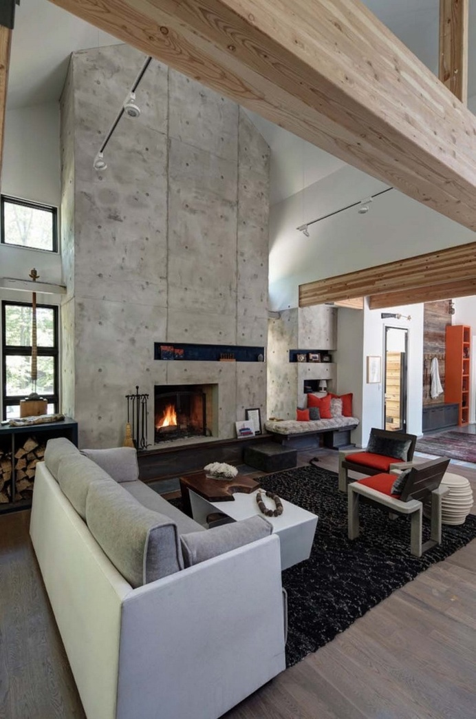 Modern Retreat Home Features Wood and Steel Facade