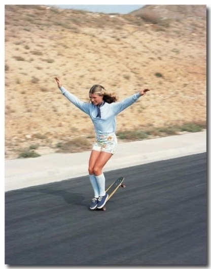 AHONETWO #girl #motion #70s #blur #road #skateboard #speed #summer #socks