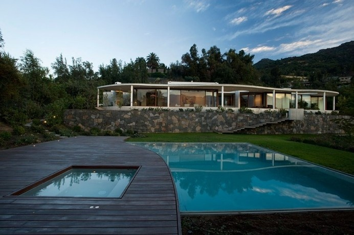 Following the Natural Curves of the Neighboring Landscape: Lo Curro House in Chile #architecture