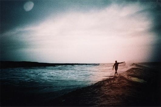 Jimy and the moon #eldridge #longboard #surf #s #john