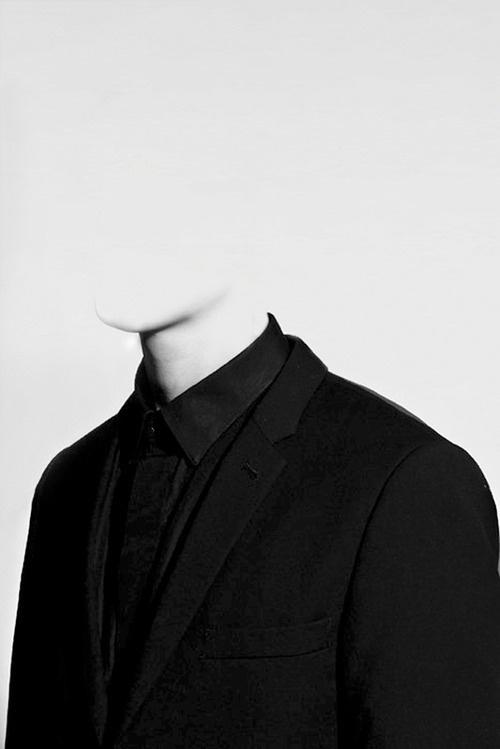 razorshapes:Bernhard Handick Fine Feathers Makes Fine Birds (2012) #white #head #black #figure #and #headless