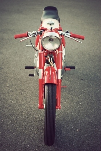 Convoy #headlight #red #straight #on #motorcycle