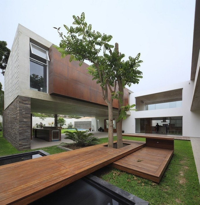 Opulent Residence Built Around a Central Courtyard in Peru: La Planicie House #architecture