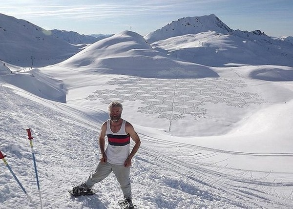Simon Beck artist and his art #3d #his #france #each #pai #snow #is #there #the #it #creating #and #art #when #artis #winter