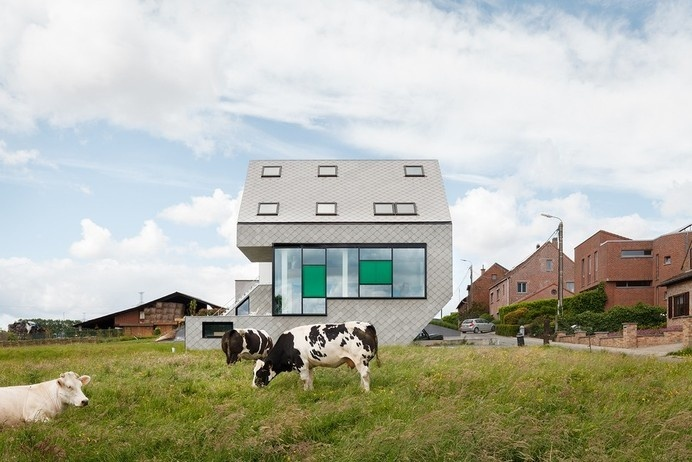 Energy Efficient Leeuw House In Belgium Adapted To Its Countryside Landscape #efficient #belgium #architecture #energy