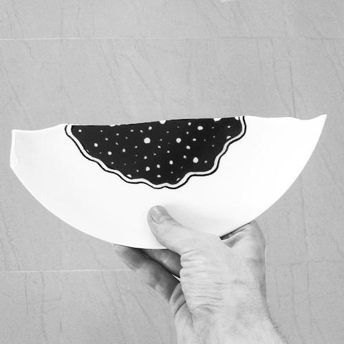 Independent i on the Behance Network #plate #bielovich #black #illustration #alexander #broken