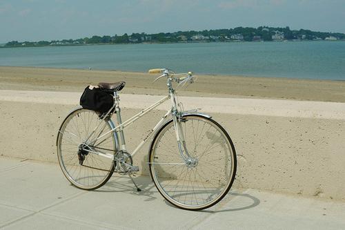 4676838289_4369012fcf.jpg (500×333) #bicycle #mixte #mercier #bike