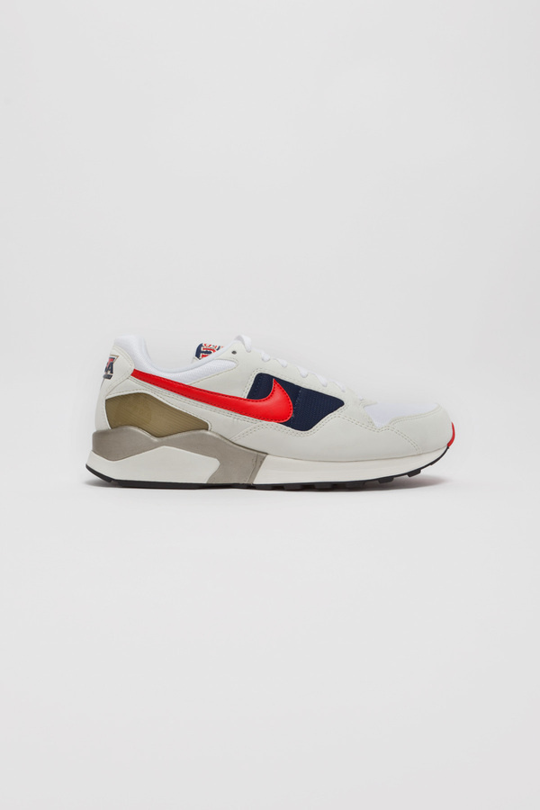 The Reluctant Fashionisto #red #shoe #nike #sneaker #navy #grey