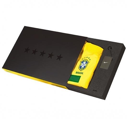 Custom foam / Progress Packaging #presentation #box #shirt #keyring #football